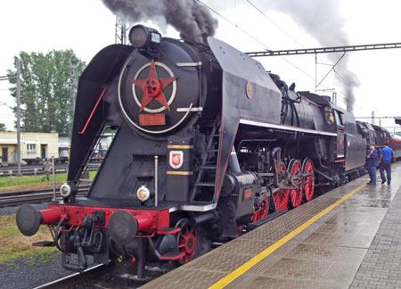 Pětasedma - parní lokomotiva řady 475.1